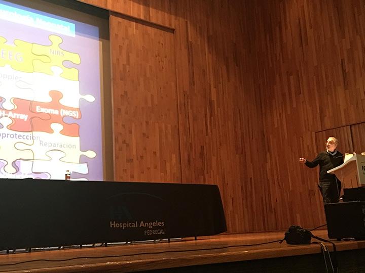 Doctor García-Alix en la charla de aEEG