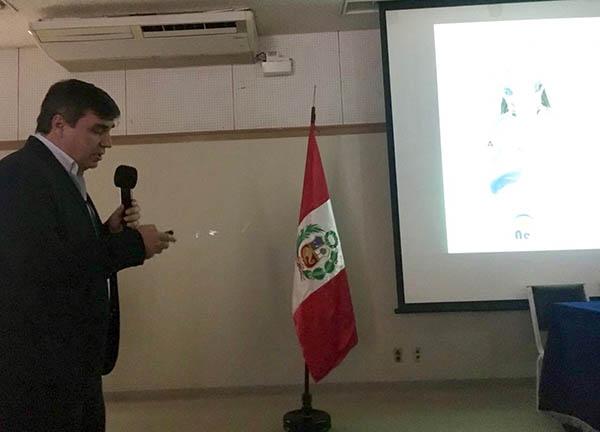 Dr. Lubian en una ponencia del curso