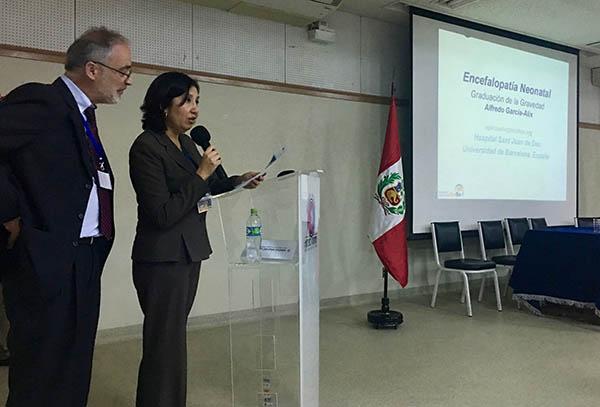 Dra. Medina presentando al Dr. García-Alix